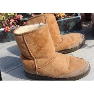 Size 7 Ultra short woman's UGG's.